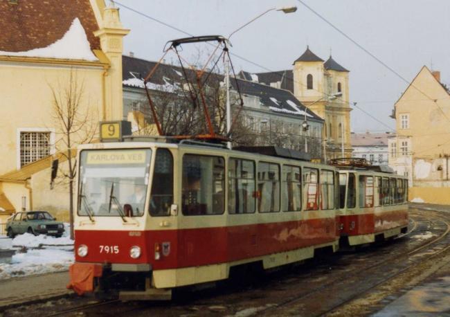 Bratislava: T6A5-Doppeltraktion mit Tw 7915 im März 1993 (Foto: Felix O)