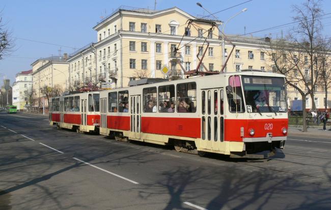 T6B5-Doppeltraktion mit Tw 020 am 29. April 2006 in Minsk (Foto: Redline)