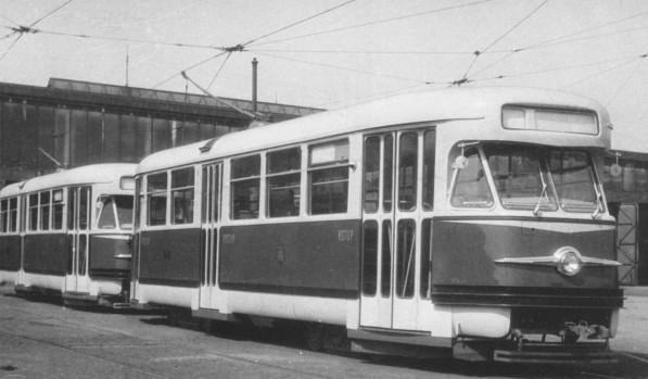 Die T2-Prototypen 6001 und 6002 kurz nach ihrer Lieferung 1955 in Prag