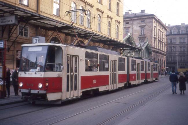 KT8D5-Tw 9019 im Februar 1992 in Prag (Foto: Felix O)